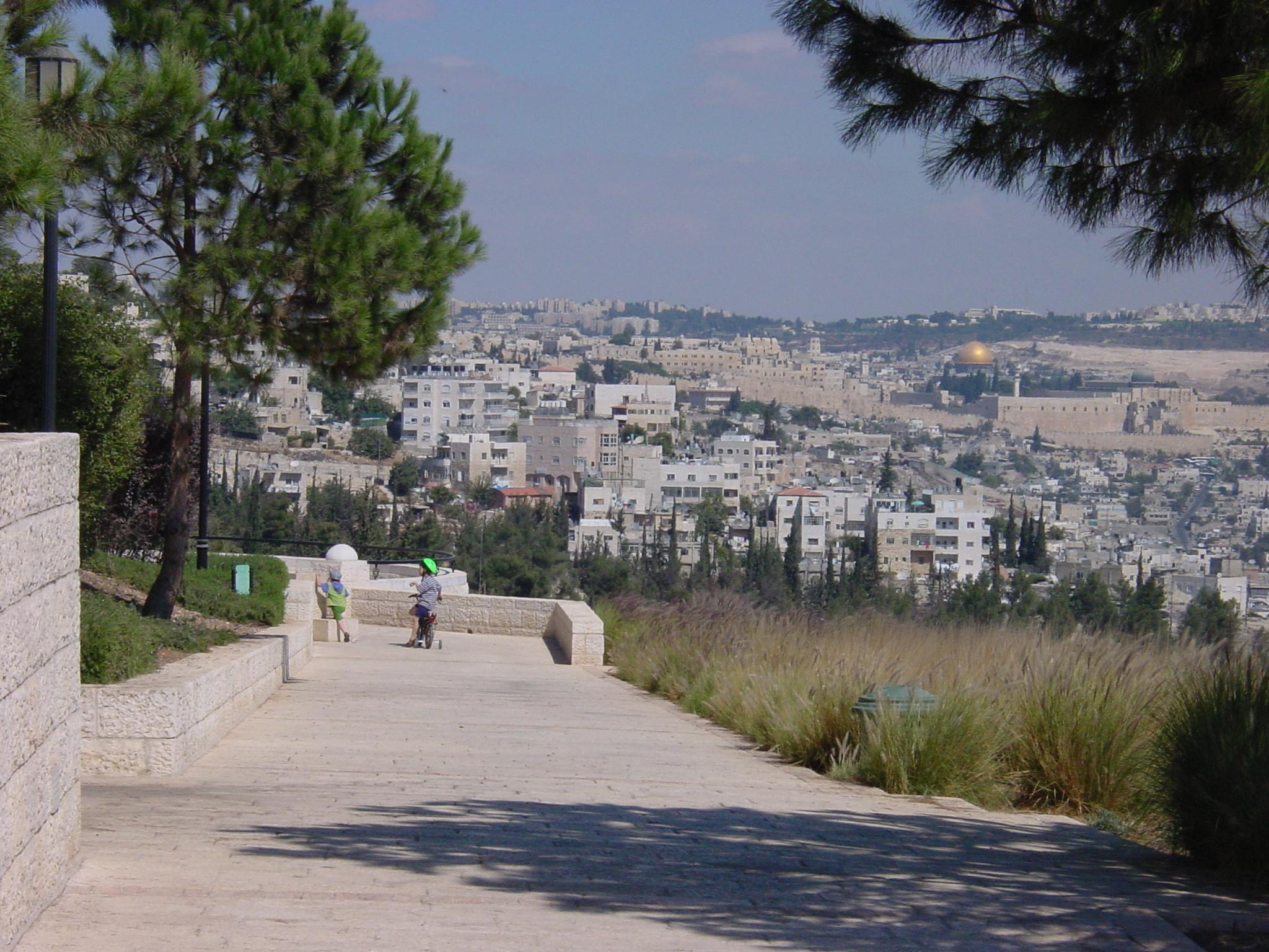 Dror Bar-Natan's Image Gallery:Jerusalem:View from the Haas Promenade